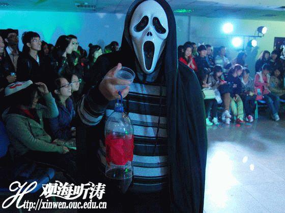 2013年中国海洋大学外国语学院举办万圣节晚会