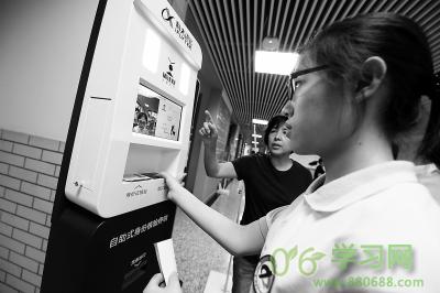 北京:首次高考英语听力上机模考举行 人脸识别指…
