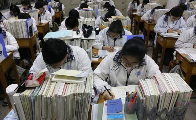 在高考前夕,到底是选择继续复习备考,还是好好休息呢?