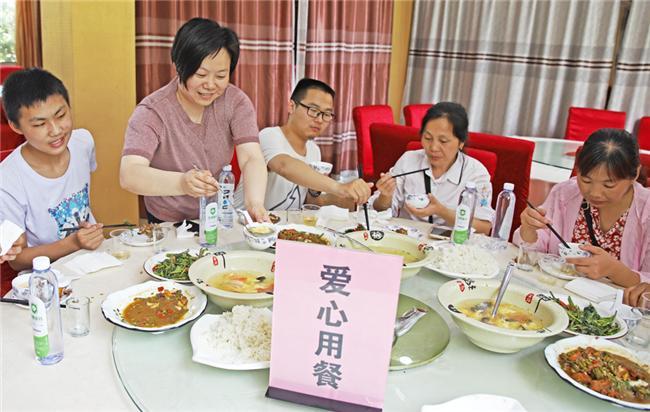 全椒县:免费爱心餐服务中考生